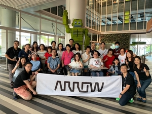 Group_photo_with_arrow_banner