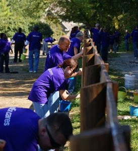 Fedex_cares_day_2010_108_compressed_to_229kb