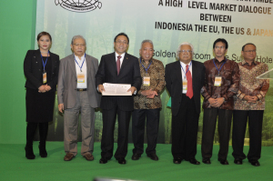 Asia Pulp & Paper Joins Indonesian Associations Pledging 100