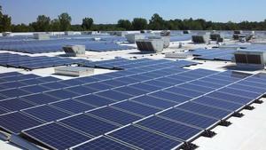 Solar_panels_atop_detroit-area_ikea_canton_-_hi_res
