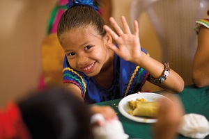 Child_school_meal_honduras_large