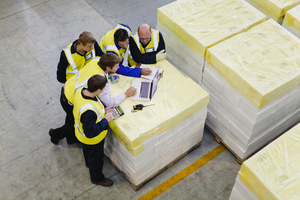 Gettyimages-129944667_workers_using_laptop_in_warehouse