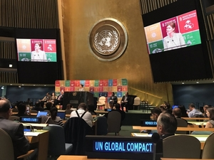 Un_global_compact_at_hlpf