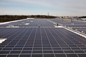 Fulfillment_center_solar_rooftop
