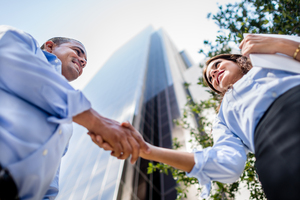Gettyimages-493326767_business_people_handshaking_in_front_of_building