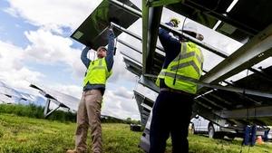 News-release-monroe-solar-installing_mid